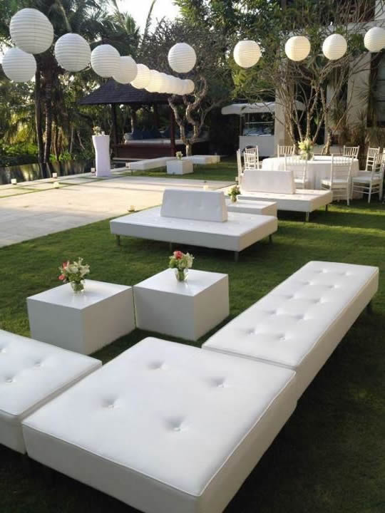 white-furniture-for-outdoor-partys